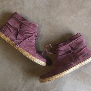 UGG Reid Suede Moc Ankle Boot Burgundy 7